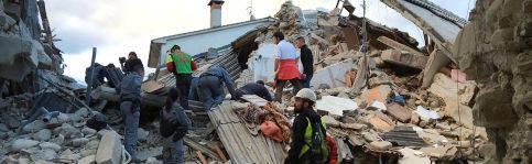 Foto de La mitad de la localidad ya no existe, la gente está debajo de los escombros