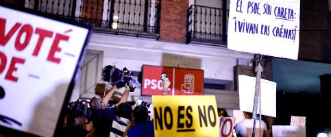 Foto de Los simpatizantes responden enFerraz al grito de Pedro, Pedro